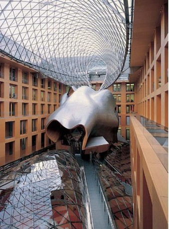 Frank gehry de 1998 demain for Architecture deconstructiviste