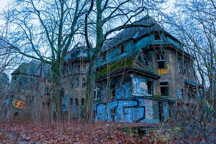 Abandoned Berlin Zombie Hospital-0836 (Copier)