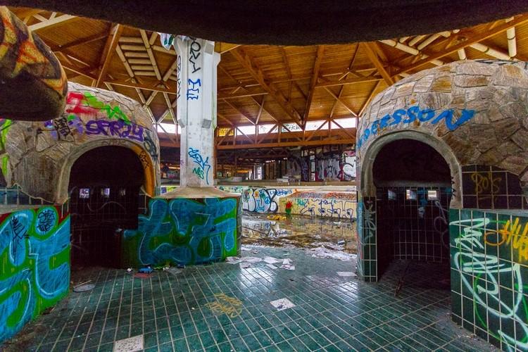 Blub Abandoned Swimming Pool Complex Berlin-0969 (Copier)