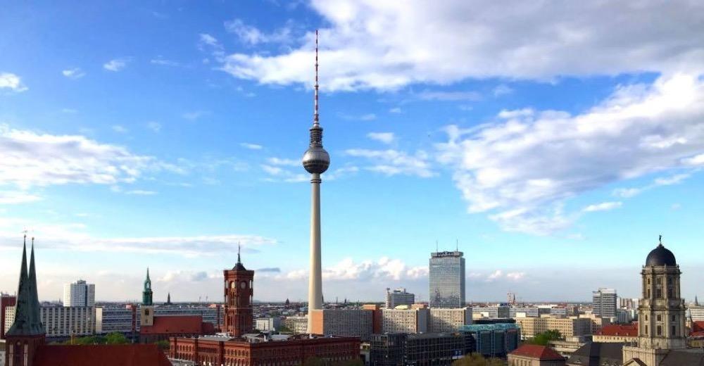 Vue panoramique de Berlin avec la Fernsehturm (Tour-TV)