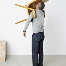 Erwin Wurm,  The Idiot III (One Minute Sculpture), 2010,  © Erwin Wurm, VG BILD-KUNST Bonn, 2016 , courtesy: Galerie Thaddaeus Ropac, Salzburg, Paris, Foto: Studio Erwin Wurm