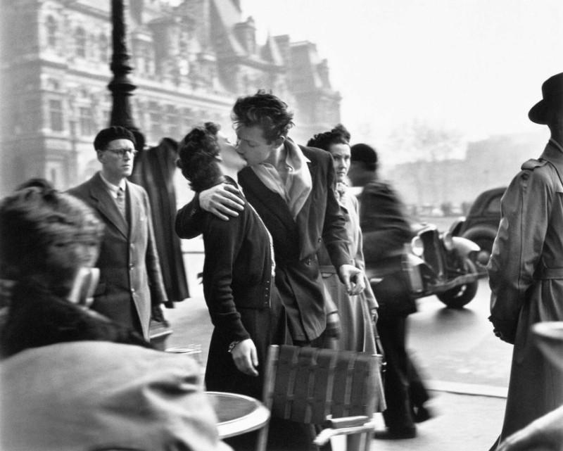 Le Baiser de l'Hôtel de Ville Paris, 1950 © Atelier Robert Doisneau, 2016