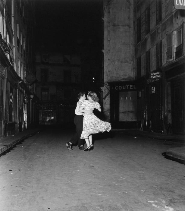 La dernière valse du 14 juillet, 1949 © Atelier Robert Doisneau, 2016