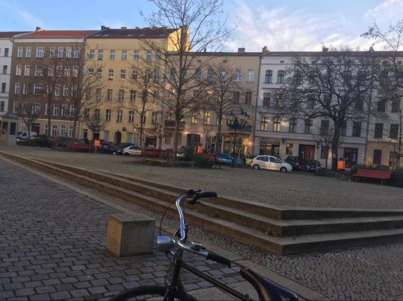 La Tuchollaplatz dans le quartier de Victoriastadt à Berlin